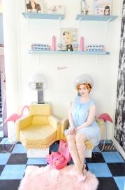 le-keux-vintage-salon-beauty-parlour-diner-hood-dryers-1950s-1960s-kitsch-retro-pin-up-pastel-photo-shoot-1